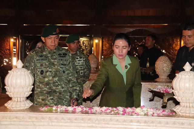 Danbrigif MR 6 Kostrad Ziarah Ke Makam Jenderal Besar Soeharto Di Astana Giri Bangun