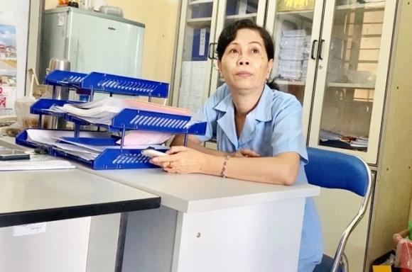 'Hô biến' nhân viên tạp vụ thành… bác sĩ