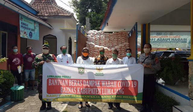 Penyaluran bantuan beras dari Baznas Lumajang