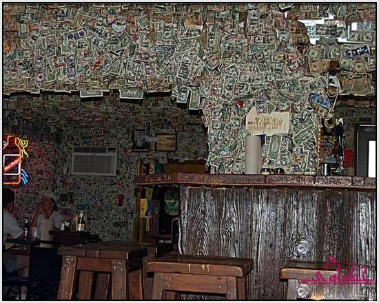 750 الف دولار تغطى جدران مطعم 934.jpg