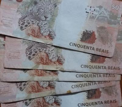 Notas de 50 reais. renda passiva e a independência financeira