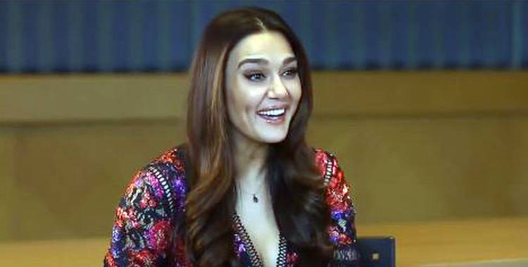 world-is-a-smile-for-these-3-actresses