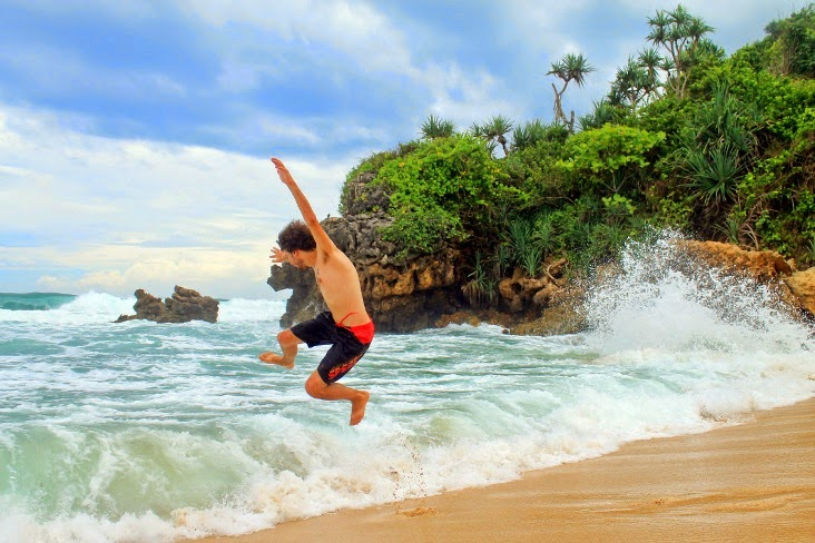 Tempat Wisata Di Blitar Yang Terkenal Pantai Gondo Mayit