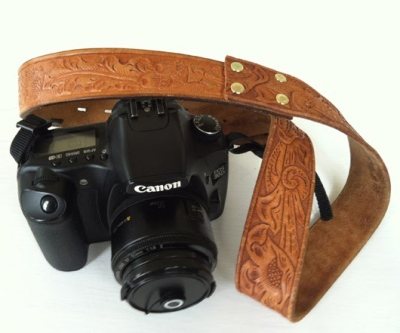 Manfaatkan sabuk sebagai tali kamera