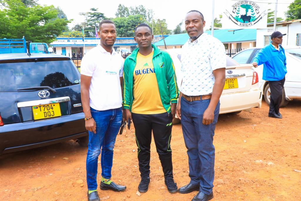 Dc Mheruka Awashukuru Wadau wa Soka Wilayani Karagwe -  Kombucha Watoa Udhamini wa Jezi na Pesa Nyaishozi Fc