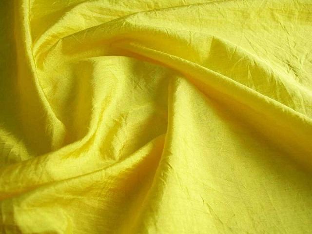 Vải nylon chống gió và chống nước tốt nhưng lại tạo ra tiếng kêu sột soạt