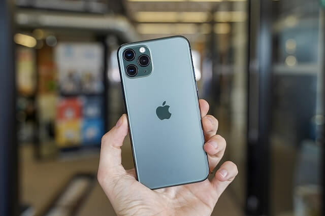 أبل تقترب من بيع ملياري هاتف أيفون