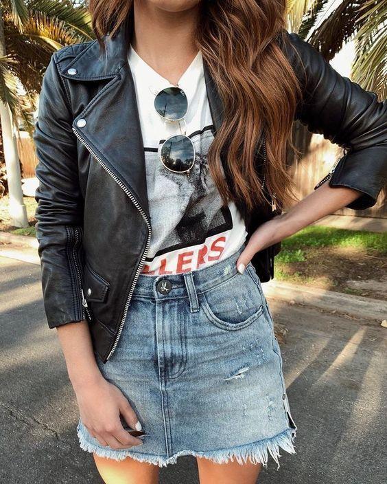 Look jaqueta de couro e saia jeans