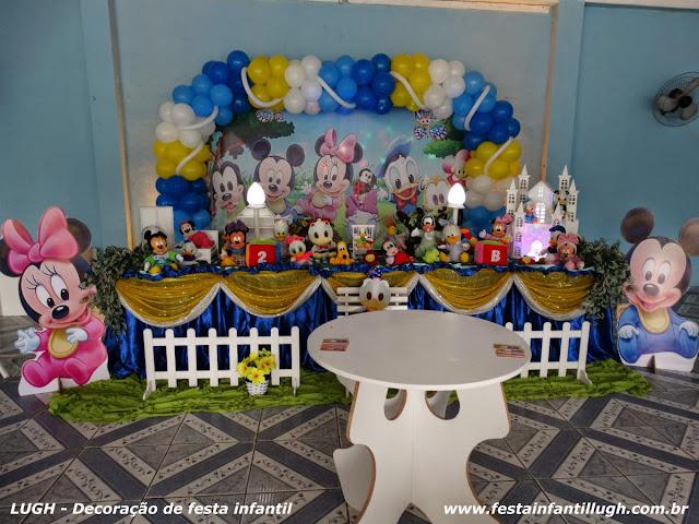 Decoração tradicional em tecido com o tema Baby Disney para festa de aniversário infantil
