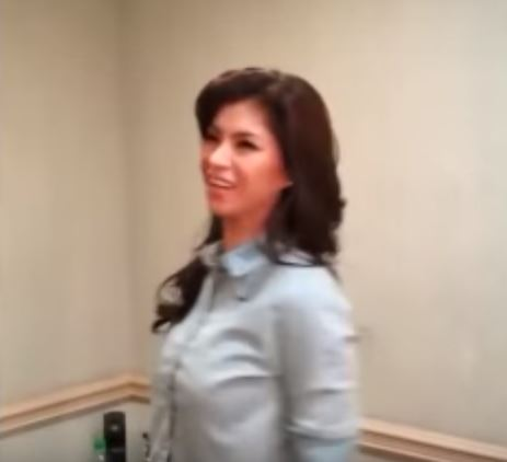 Dimples Romana Was Able To Capture Angel Locsin Doing This At 'It's Showtime' Backstage!