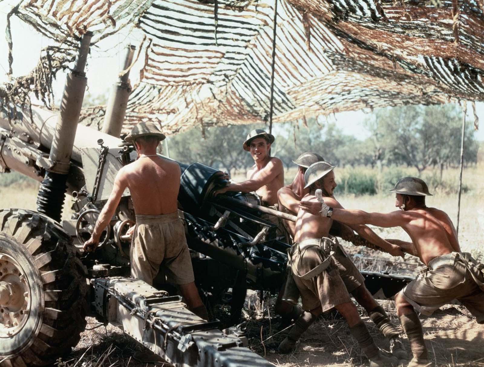 5,5 hüvelykes fegyveres legénység a 75. (Shropshire Yeomanry) közepes ezredből, a királyi tüzérségből, akcióban Olaszországban.