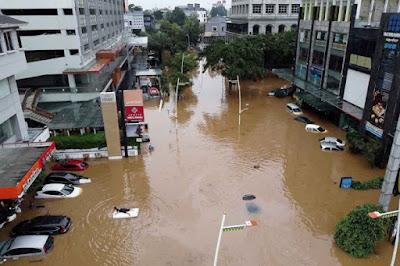 Kemang Raya Menjadi Lautan Banjir