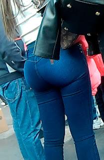 Amigas nalgonas jeans captadas calle