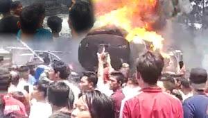 Diduga Saat 'Kencing' Mobil Tangki Pengangkut BBM Ludes Terbakar, Warga Mendengar Tiga Kali Suara Ledakan