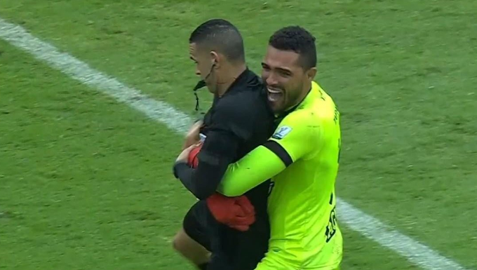 ¿Volverá a haber abrazo? Carlos Ortega, el árbitro del choque entre DEPORTES TOLIMA y Atlético Nacional en el Atanasio Girardot