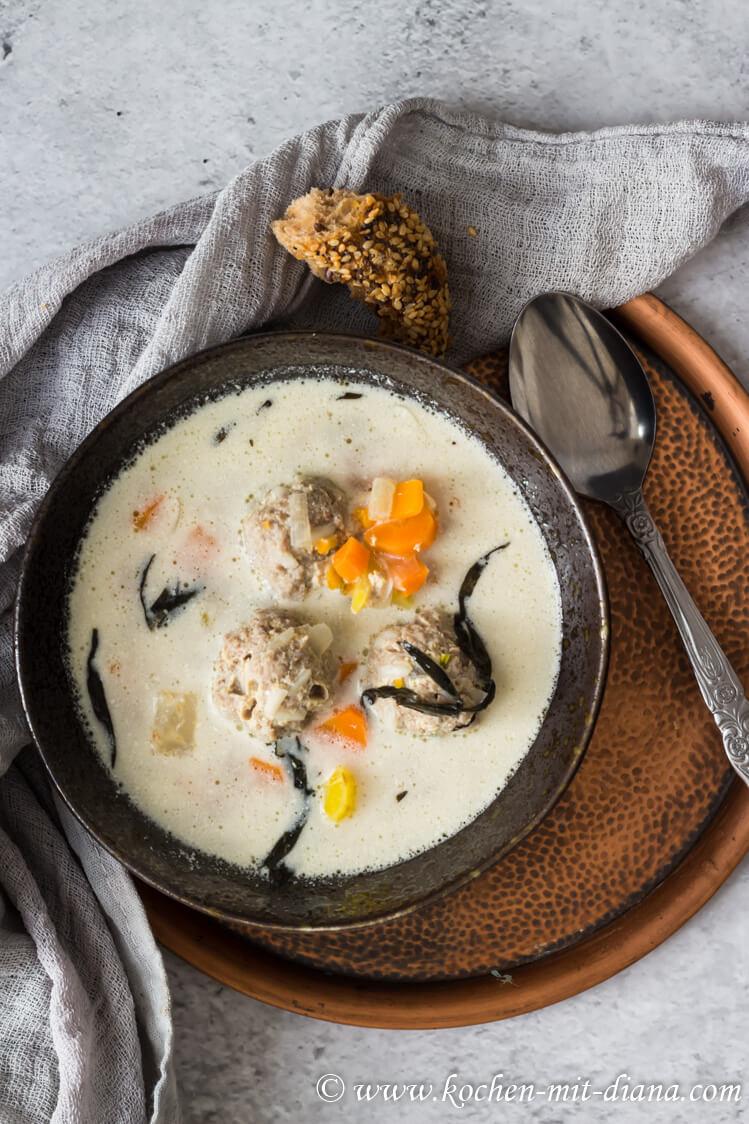 Fleischbällchen Suppe