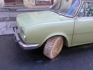 masina cu roti din lemn