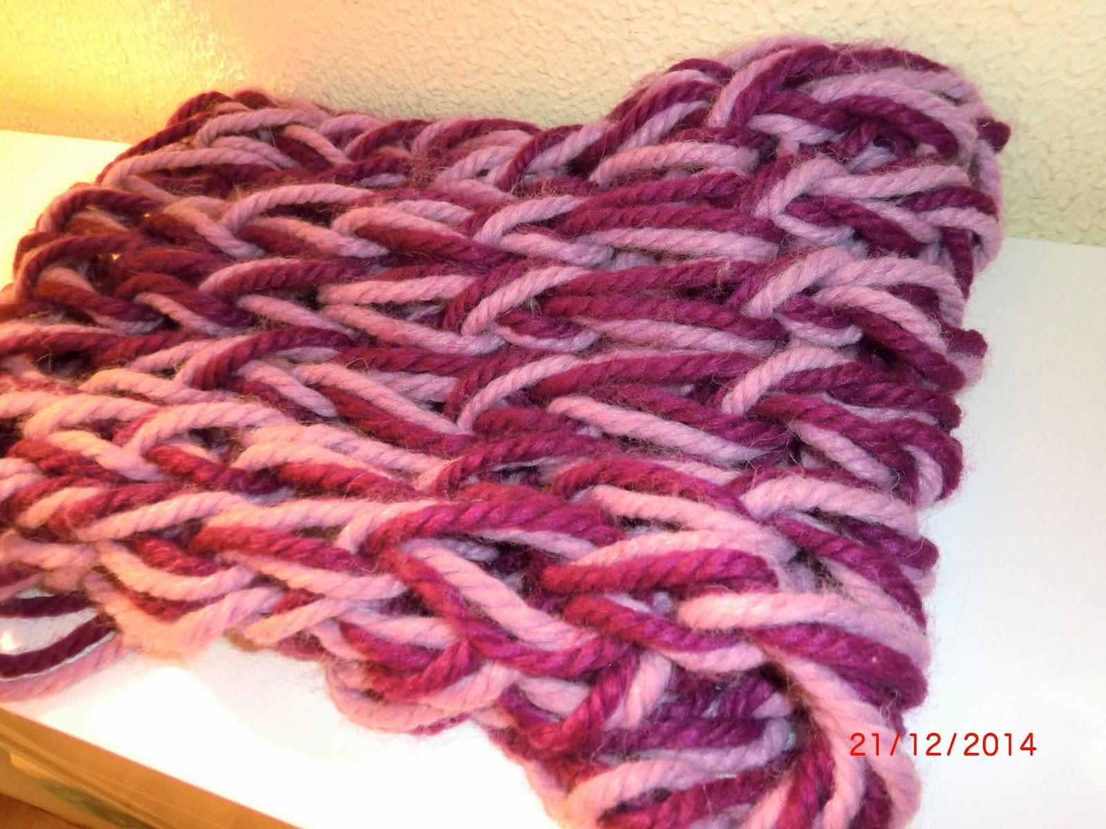 Cuello a dos colores tejido con las manos