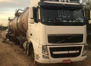 Assaltantes amarram motorista e roubam pneus e combustível de caminhão em Petrolina