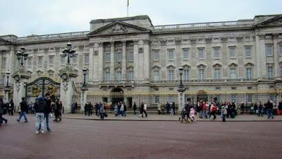 www.viajandoportodoelmundo.com  Lugares turísticos Palacio de Buckingham Londres