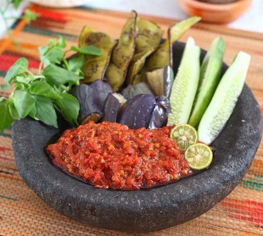 nasi pecel lele, sambal tomat, sambal lalapan, lalapan lamongan, sambal pecel lele, sambal lamongan, pecel lele, sambal, terasi, cara membuat sambal lamongan, nasi lalapan, kuliner indonesia, nasi sambal