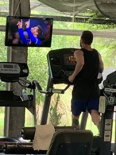 Messi photographed on the treadmill at a gym watching his goal