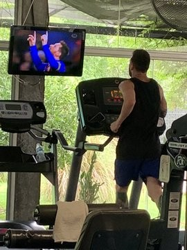 Messi photographed on the treadmill at a gym watching his goals on television