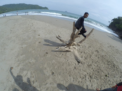 Pantai Nanggelan