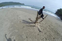 Pantai Nanggelan Selalu Ada Cerita di Setiap Perjalanan