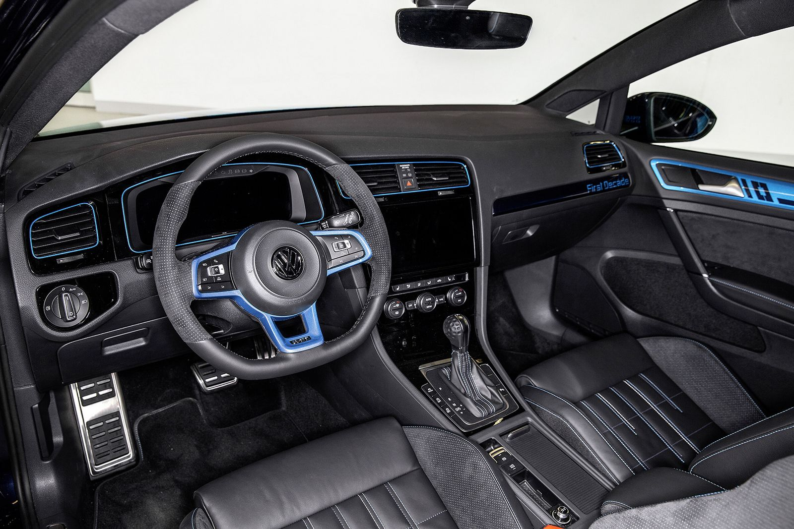 vw 39 s golf gti first decade concept is a 404 hp hybrid. Black Bedroom Furniture Sets. Home Design Ideas