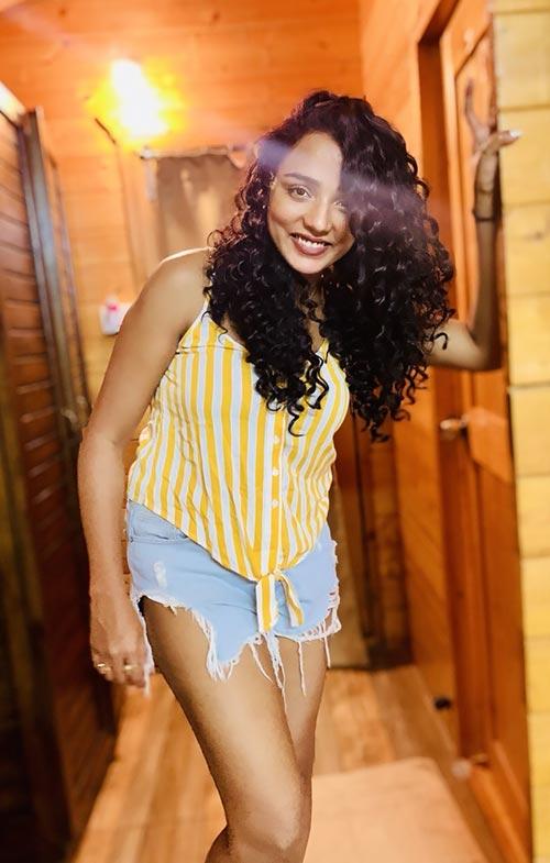 Tuhina Das in shorts Bengali actress hai tauba damayanti nokol heere hoichoi