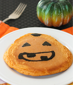 pumpkin pie spice pancake with pumpkin face