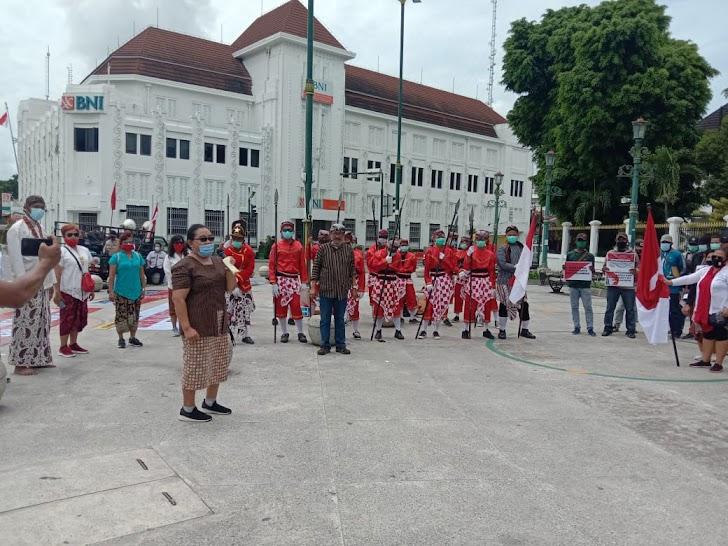 Pakai Kebaya, Kaum Perempuan Di Yogya Beri Dukungan TNI/Polri Jaga Keutuhan NKRI