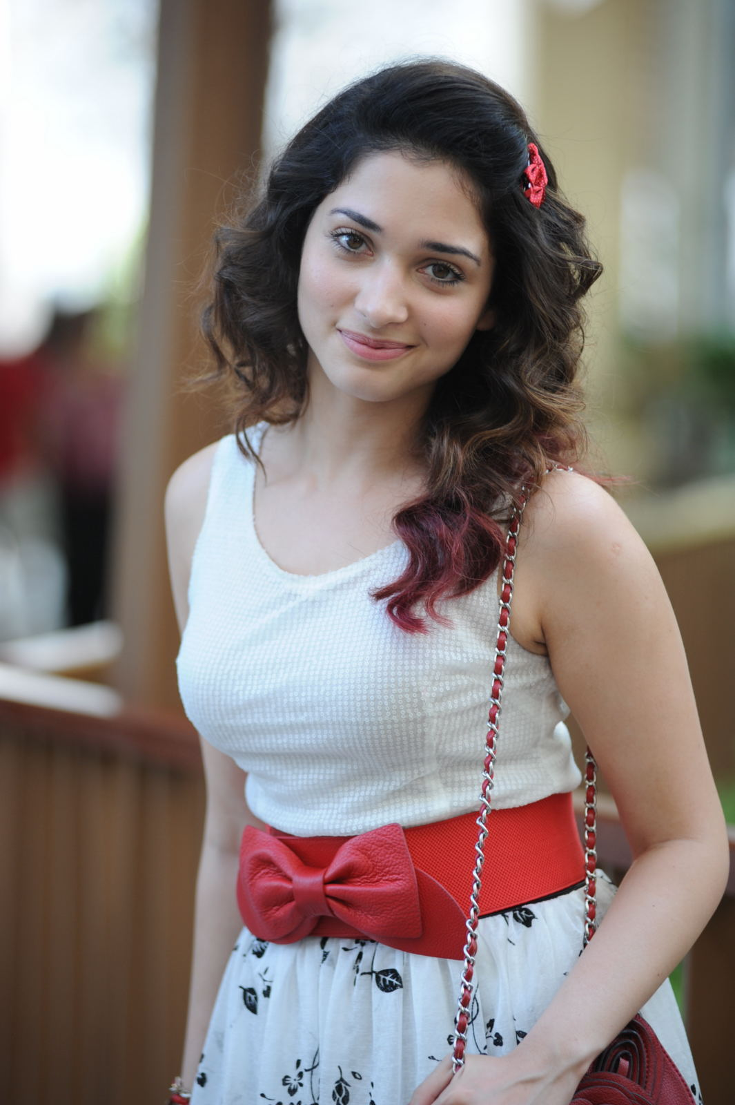 Tamanna Photo Gallery: TamiL MoviE RoaminG: Tamanna Latest Beauty Full Photos