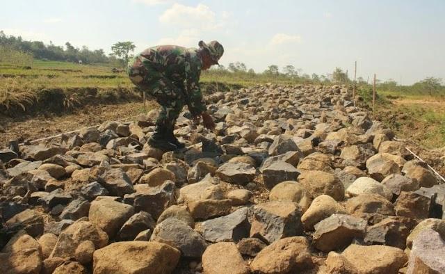 Melalui Kegiatan TMMD, TNI Buka Akses Warga Jeungjing –Paseh, Sumedang