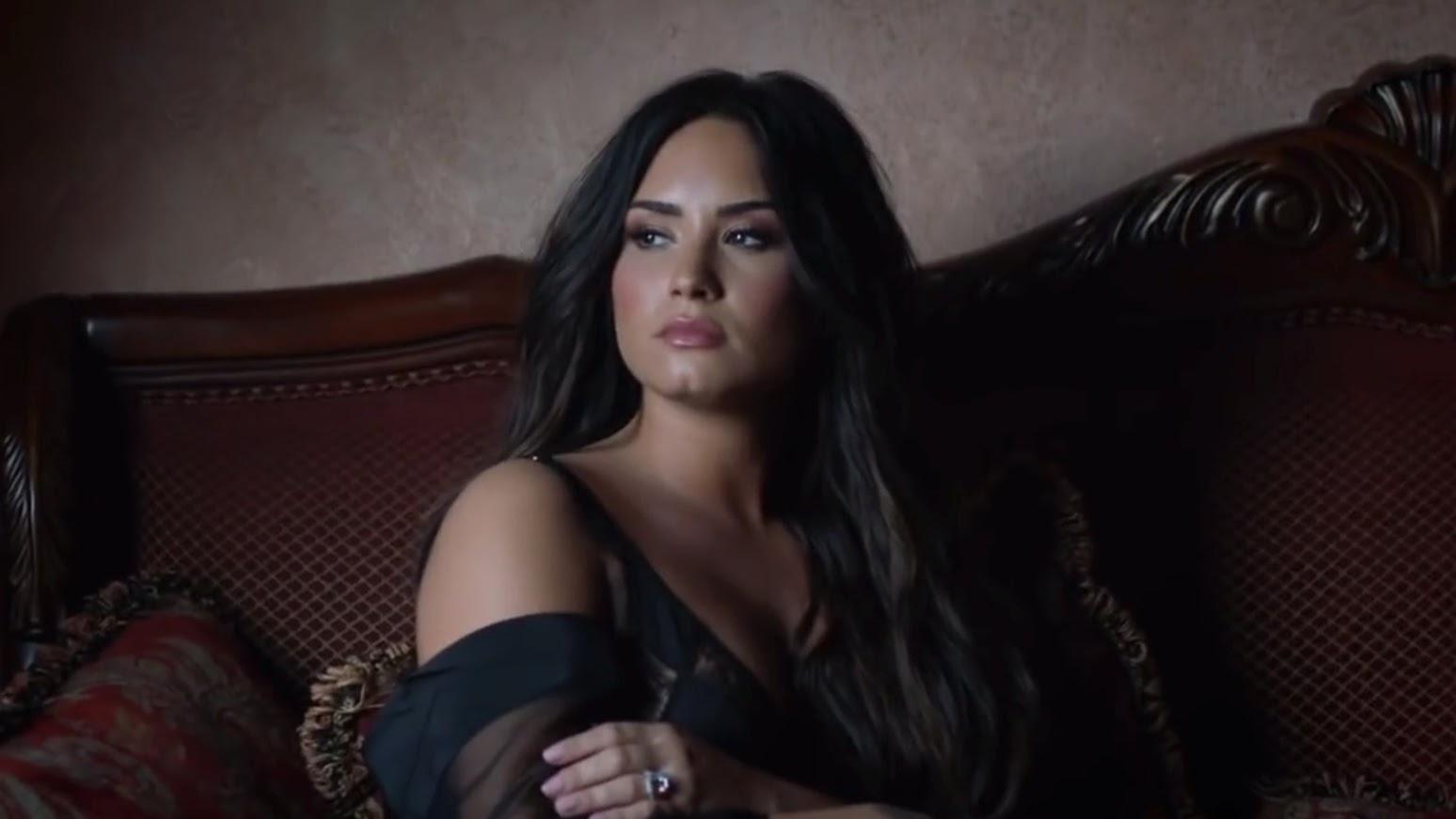 """Demi não estava brincando quando disse que a era """"Tell me You Love Me"""" estava encerrada"""