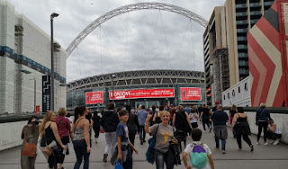 Llegando al Estadio de Wembley para ver a Bon Jovi.