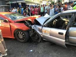 Tres muertos y cinco heridos en choque de dos carros en autopista Duarte
