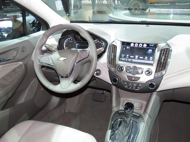 Novo Chevrolet Cruze Hatch 2017 - interior - painel
