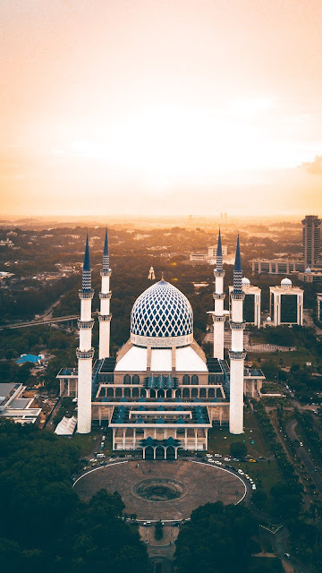 Sultan Salahudin Abdul Aziz Shah Mosque at Sunset