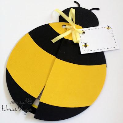 convite aniversário infantil artesanal personalizados abelhinha formato abelha jardim amarelo e preto festa