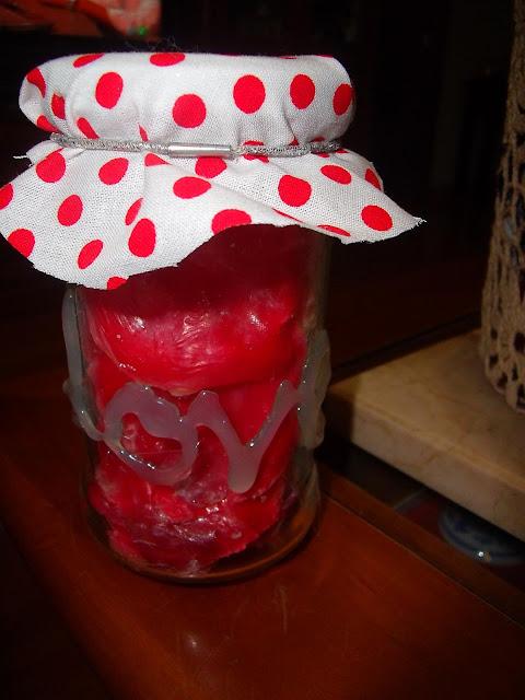 http://manualizando.blogspot.com.es/2013/01/petalos-con-jabon-para-san-valentin.html