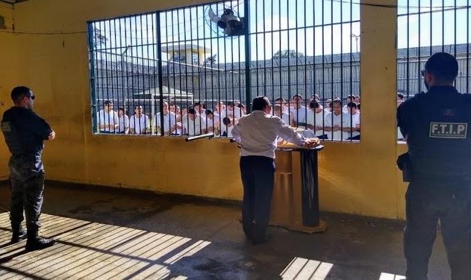 Amazonas: Presidiários buscam 'mudar de vida' por meio da fé