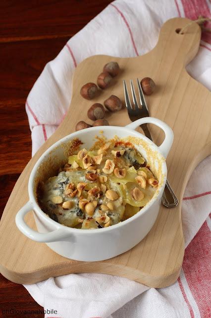 Cocottine di patate, gorgonzola e nocciole
