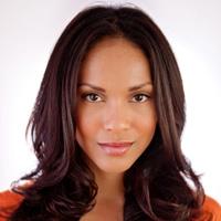 Lesley-Ann Brandt como Naevia