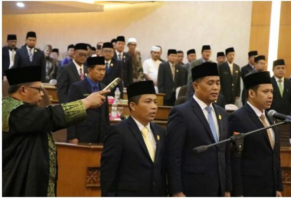 Tiga Pimpinan DPRD Siak Devenitif Resmi Dilantik