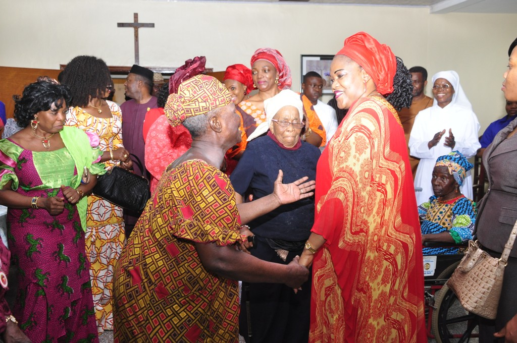 Photos: Enugu First lady Marks Valentine With Inmates of Old People ...