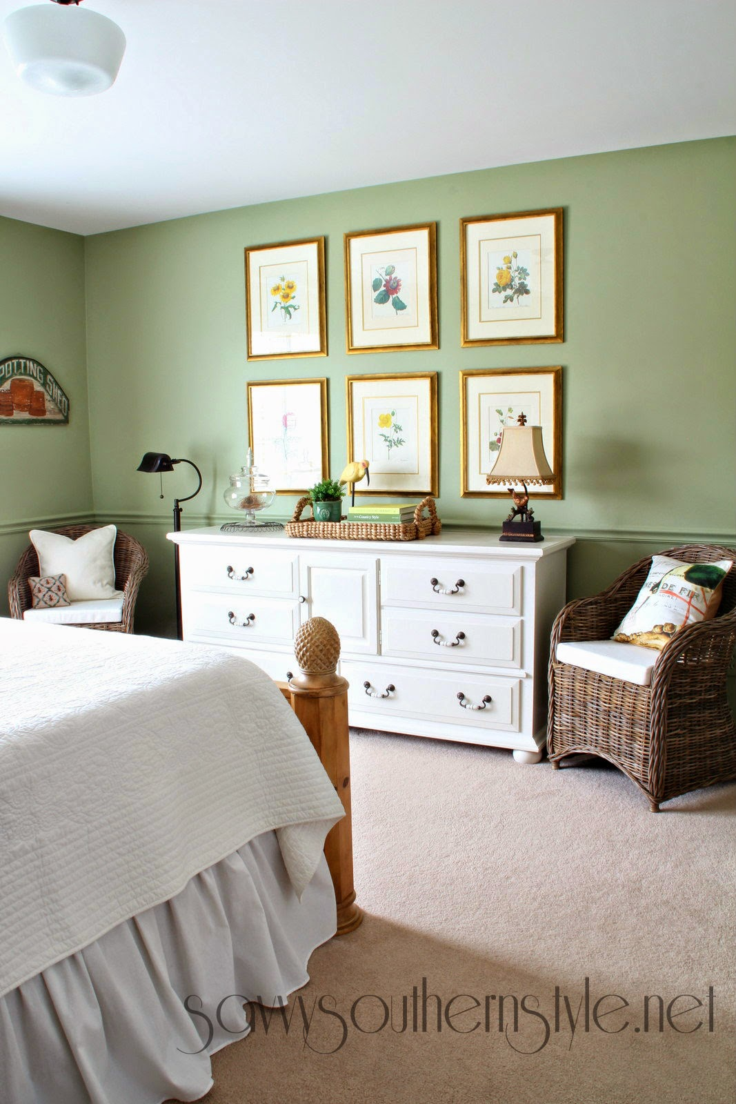 Savvy Southern Style Cottage Guestroom