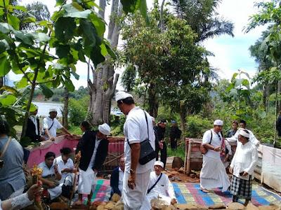 Makam Prabu Lembu Agung di Astana Gede Cipaku Diziarahi Oleh Karaton Bali