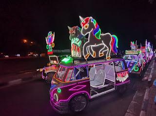 Los coches iluminados de Alun Alun Selatan.